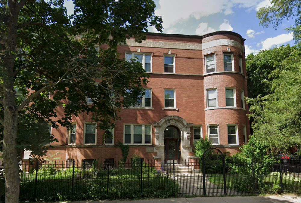 16-unit vintage apartment building in Andersonville trades